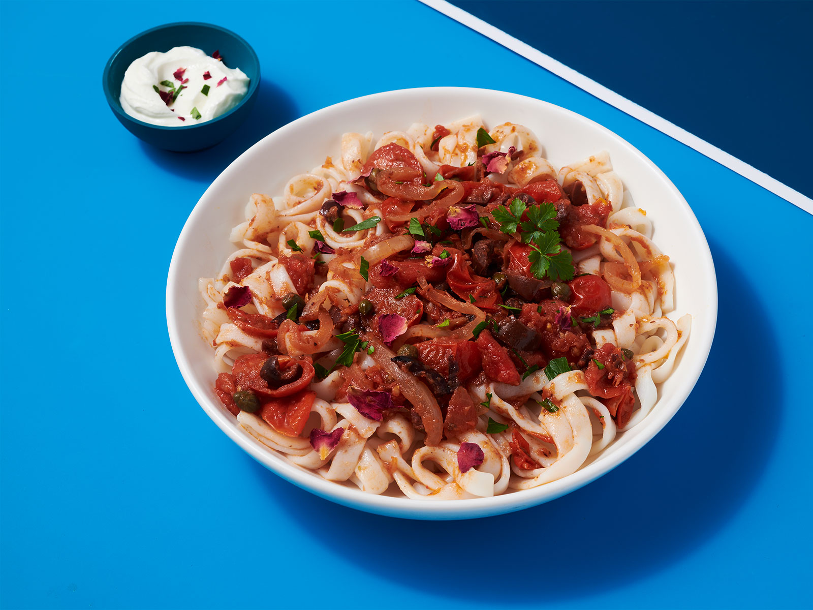 Harissa 10g Protein Noodles™ with Yogurt, Cherry Tomatoes, Olives and Capers